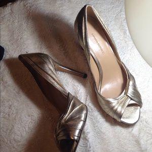 Women's Gold  Peep toe pumps